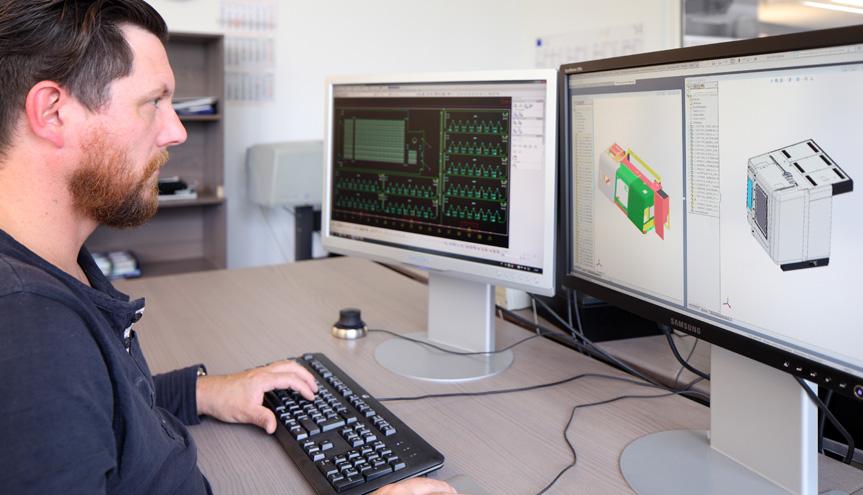 Ein CAD Konstrukteur bei der Arbeit